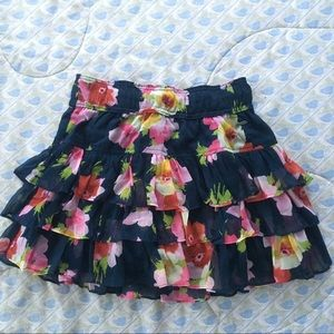 CUTE Hollister tiered floral mini skirt 🌺